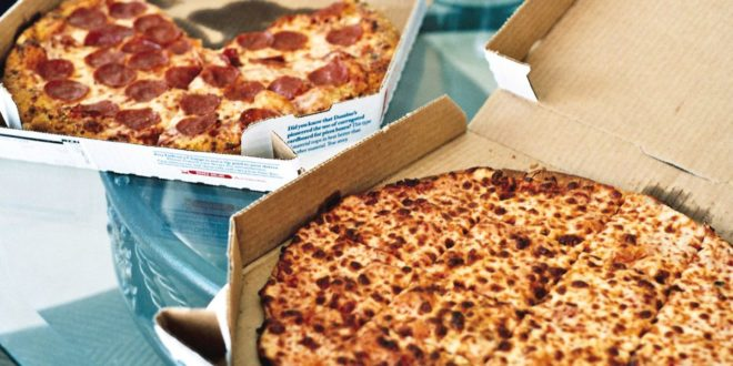 Pizza delivery guy gets back at non-tippers in the most hilarious way